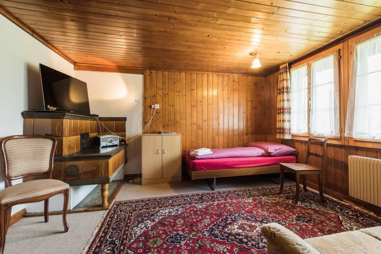 Wohnzimmer mit Einzelbett - Appartement Edelweiss EG
